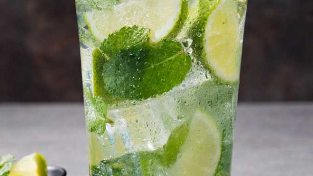 https://www.themasterchefs.com/wp-content/uploads/2016/12/Coconut_Water_Cocktail_Recipes-640x360.jpg