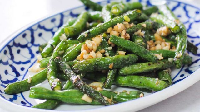 https://www.themasterchefs.com/wp-content/uploads/2016/12/Stir-fried_long_beans_with_garlic_recipe-640x360.jpg