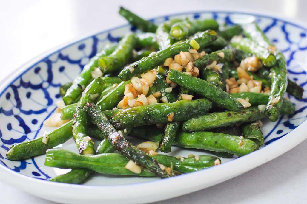 https://www.themasterchefs.com/wp-content/uploads/2016/12/Stir-fried_long_beans_with_garlic_recipe.jpg