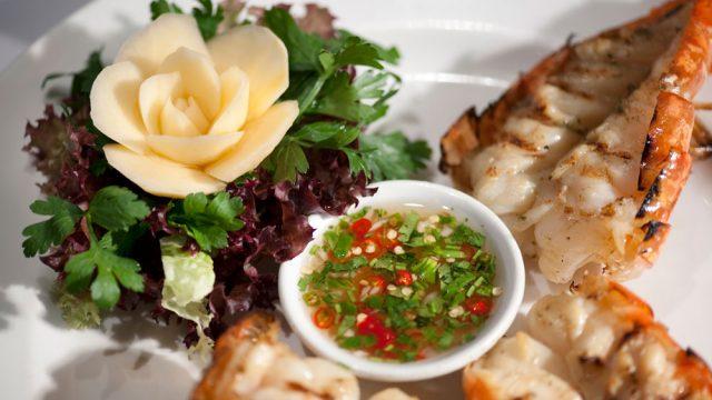 https://www.themasterchefs.com/wp-content/uploads/2018/04/Nipa-Thai-food-Sanguan-Parr-640x360.jpg